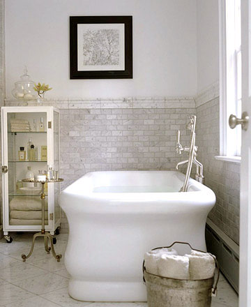 Use Neutrals in Your Traditional Bathroom