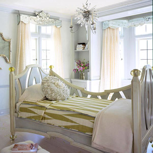 Bedroom Window Treatments: Cornices and Valances