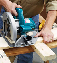 Crosscutting with circular saw