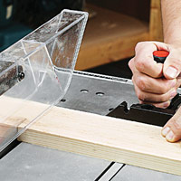 Crosscutting on tablesaw