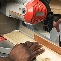 Correct cut with power mitersaw