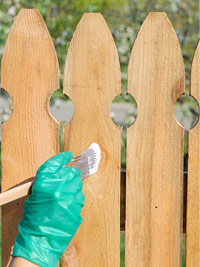 finishing fences and gates how to paint any exterior surface. Black Bedroom Furniture Sets. Home Design Ideas