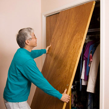 how to hang  sliding wardrobe doors 2