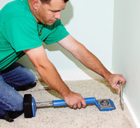 Tuck carpet with stair tool