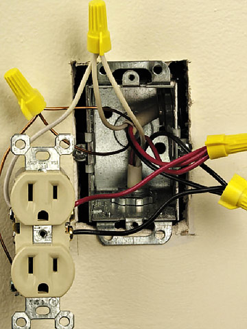 Installing A Split Receptacle How To Install A New Electrical - Install electrical wall outlet
