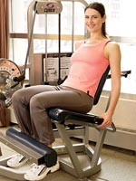woman doing leg extensions with good posture