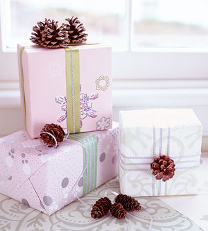 Pine cone gift ribbons