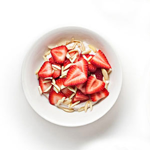 yogurt with strawberries and almonds