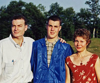 Greg and his parents one month before the accident