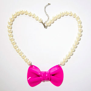 preppy back-to-school fashion - faux pearl necklace
