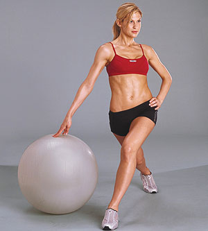 Twisting lunge spiral with exercise ball