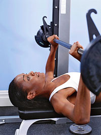 woman using smith machine
