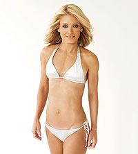 Kelly Ripa shows off her buff bod in a bikini.