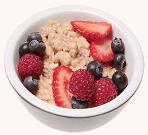 low-sugar oatmeal topped with a handful of berries