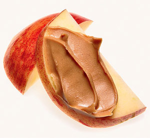 1 medium apple, sliced, with 1 tablespoon peanut butter