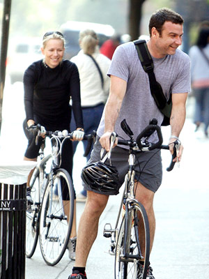 Naomi Watts and Live Schreiber on bikes