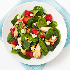 Spinach Salad With Chicken, Strawberries, Walnuts and Goat Cheese