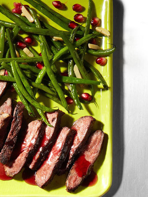 Pomegranate-Glazed Skirt Steak With Roasted Green Beans