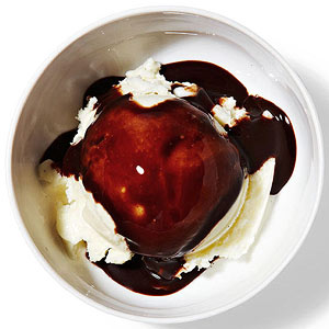 Frozen yogurt with chocolate syrup
