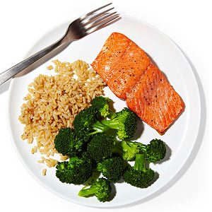 Salmon with brown rice and broccoli