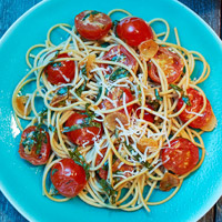 Spaghetti With Cherry Tomatoes and Toasted Garlic