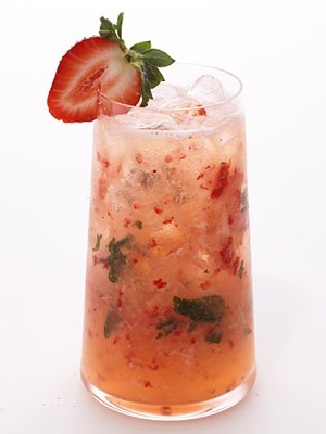 Strawberry-Citrus Vodka Cocktail | Fitness Magazine