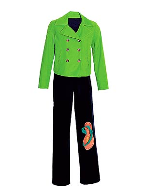 FullFigure_Short bright green jacket black pants