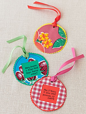 circle patterned luggage tags