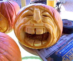 yelling face pumpkin