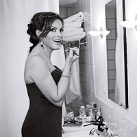 Mariska Hargitay putting on makeup