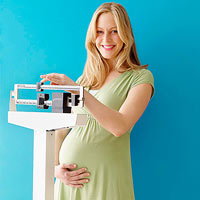 pregnant woman weighing self