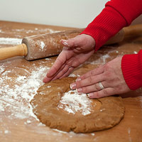 Shaping dough into wreaths
