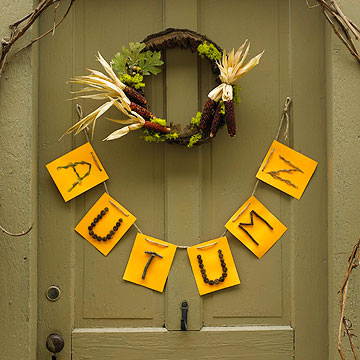 Autumn banner on door
