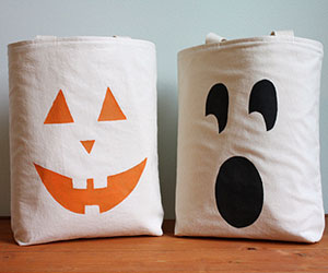 Jack-o-lantern treat bags
