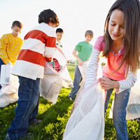 children picking up garbage