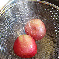 washing nectarine