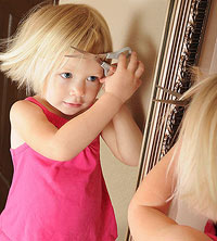 toddler cutting hair