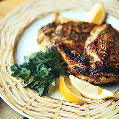 grilled chicken with lemon wedge