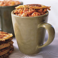 Buffalo Chicken Chili with Blue Cheese-Corn Mug Toppers
