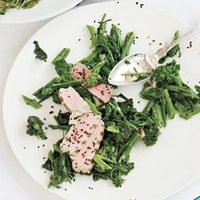 Seared Tuna Steak with Broccoli Rabe