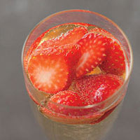 Strawberry-Prosecco Sparkler