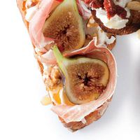 Honeyed Fig and Prosciutto Bruschetta