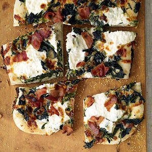 Roasted Garlic-and-Spinach White Pizza