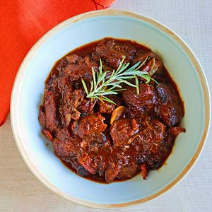 Lamb stew with tomatoes & bacon