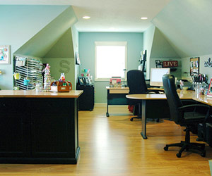 CREATE SCRAPBOOK WORK SPACE WITH COST-EFFECTIVE SURFACES