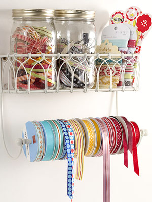 ORGANIZE RIBBON WITH HOUSEHOLD ITEMS