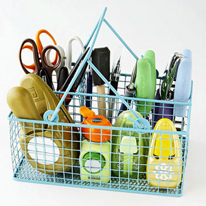 ORGANIZE CUTTING TOOLS IN A CUTLERY BASKET