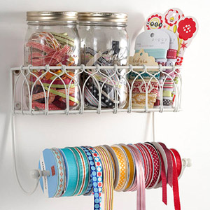 GAIN NO-TANGLE RIBBON STORAGE FROM A PAPER-TOWEL HOLDER