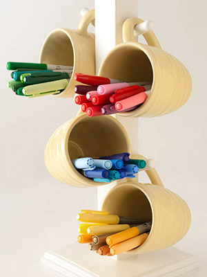 TURN A MUG TREE INTO STORAGE FOR PENS AND MARKERS