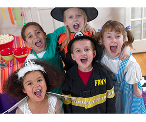 CAPTURE A HALLOWEEN PHOTO OF A WHOLE GROUP